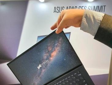 """[에이수스 미디어 서밋] """"두 손가락으로 노트북 든다"""" 855g '"""