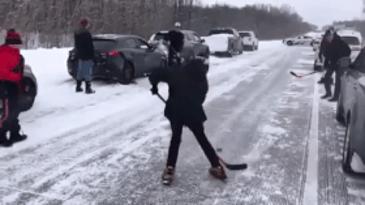 캐나다 사람들이 빙판길을 대하는 자세