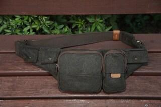 카메라 부속 장비나 스마트폰, 배터리 등 작은 물건 수납하기 좋은 가방 NG A4470