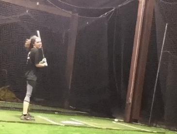 야구 연습하는 소녀.gif