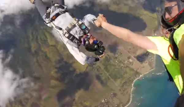 비행기에서 하와이로 뛰어내림