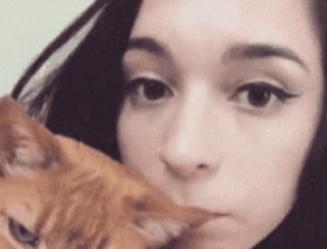 고양이 귀를 깨물었을때 반응