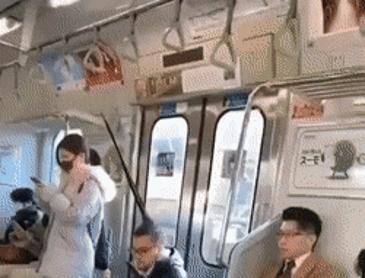 지하철에 나타난 청새치