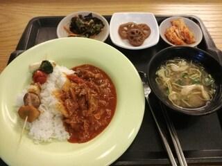 오늘 점심은 덮밥에 꼬지입니다 : )