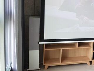 2채널 음향 4K 프로젝터 홈시네마의 교과서적인 조합 LG전자 HU70LA 헤코 오로라 700