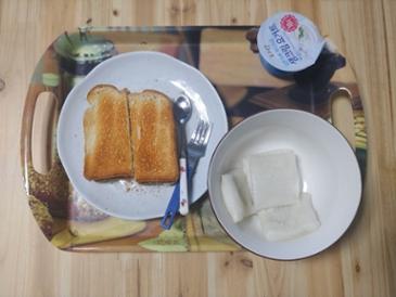 오늘은 절편이랑 빵 그리고 두유~
