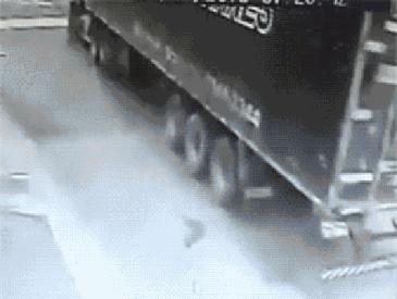 자동차 훔쳐가는 트럭