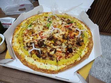 간만에 연휴라 피자시켜 먹었습니다.ㅋㅋ