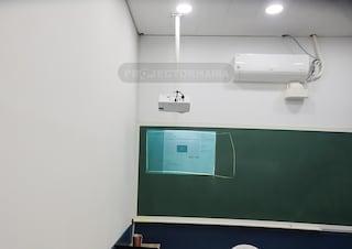 비비텍 BW584ST 단초점 와이드 빔프로젝터 학원 설치사례