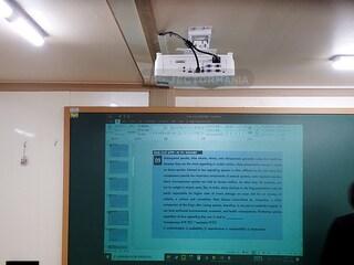 비비텍 DX281ST 3,000안시 단초점 빔프로젝터 학원 설치사례