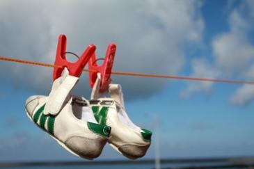 발냄새 걱정 없는 종류별 신발 세탁법