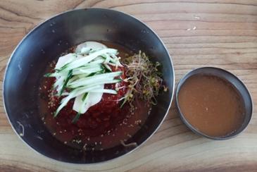 메밀 비빔 막국수 + 왕만두