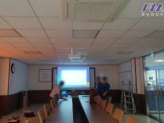 [기업]업체내 회의실 엡손 고광량 고해상도 6000안시 WUXGA 레이저 빔프로젝터 EB-L610U