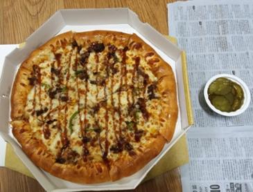 """오늘의 메뉴 """" 불고기 치즈 크러스트 피자 """""""