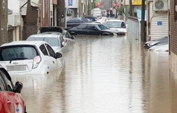 접수된 침수차만 4400대…지원에 팔 걷어붙인 車업계