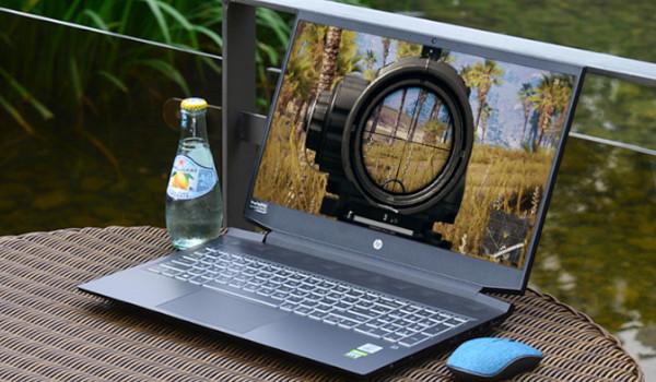 슈트를 입은듯 세련된 노트북