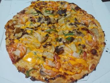 새우가 튼실한 도미노 블랙타이거 슈림프 피자