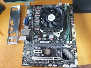 어제 무료득템한 AMD FM1소켓 메인보드와 CPU 셋트입니다.
