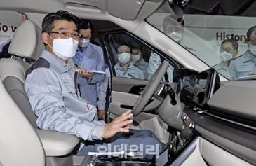 송호성 기아차 사장, 소하리 공장 방문해 신형 카니발 점검