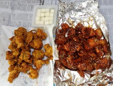 후라이드 + 양념 치킨~