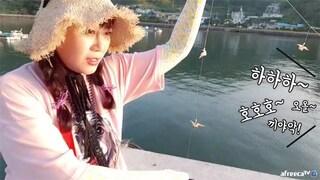 감성돔 잡고있는데 바로옆에서 레져스포츠 즐기는 선남선녀.. 부럽다 먹방가자! fishing aing2 [여자 낚시꾼 아잉2]