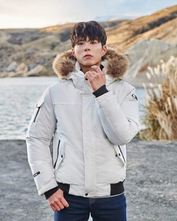 박보검, 항공 점퍼형 구스 다운 자켓 눈길