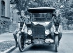 초기 자동차는 골칫거리 그러나 신분 유지위해 감수