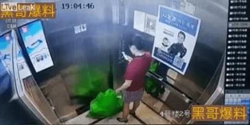 쓰레기 버리는 중국인 여성