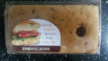 [먹거리 소개# 194] 엔제리너서에서 야식용으로 구매한 모짜렐라치즈 포카치아