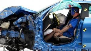 BMW 2시리즈 그란쿠페, IIHS 충돌 테스트 최고등급 헤드램프에 발목