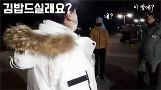 밤 낚시하시는 팬분들께 김밥을 선물했더니.. 이걸 저한테? fishing aing2 [여자 낚시꾼 아잉2]