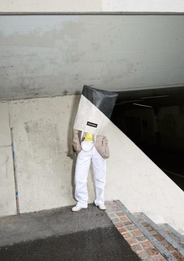 화물차 방수포로 제작한 프라이탁의 X마스 에디션