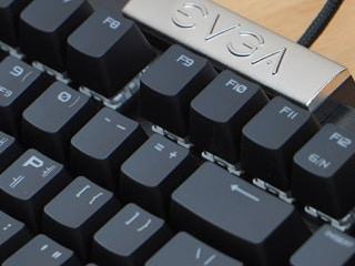 화려한 승리를 위한 고속 키보드, EVGA Z15 RGB 게이밍 키보드