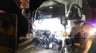 고속도로 사고 발견한 운전자, 외투 벗어주고 2차사고 막아