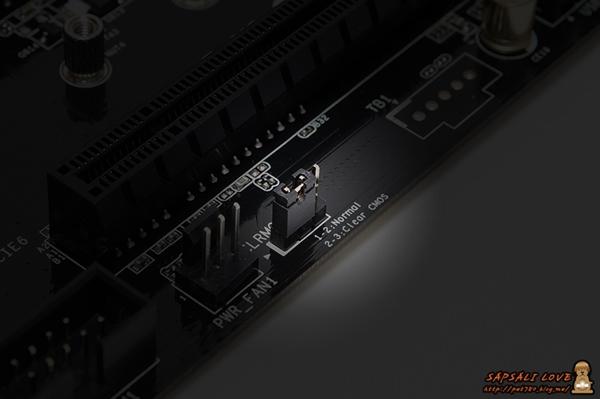 ASRock Z97 Extreme4 외형17 .jpg