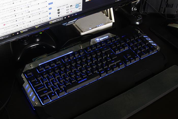 라온티앤아이 타무즈 루마카 게이밍 키보드 K900024.JPG