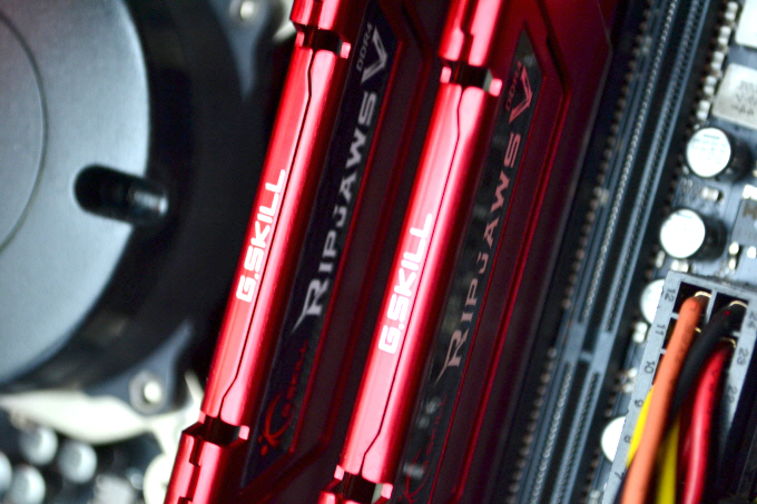 저전력! 고성능! G.SKILL DDR4 8G PC4-17000 RIPJAWS V 메모리!