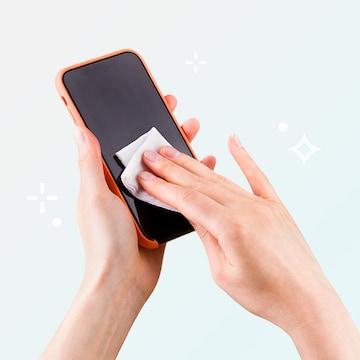 매일 쓰는 스마트폰도  손 소독 티슈로 세균 박멸