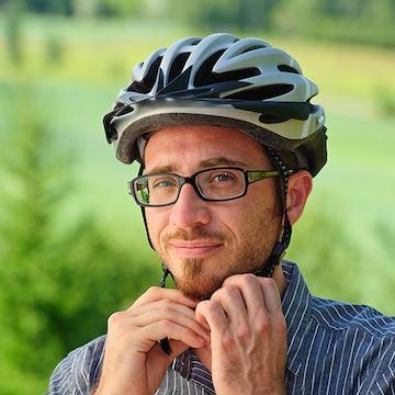 안전을 위해 헬멧을 챙깁시다