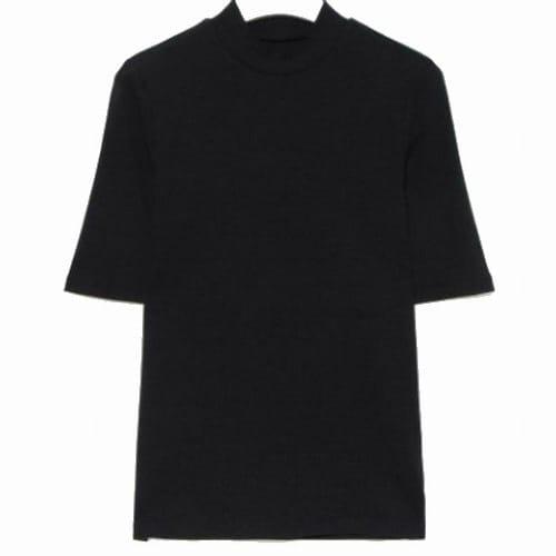 에잇세컨즈 여성 블랙 솔리드 리브 슬림핏 5부 소매 하프넥 티셔츠 329742LYC5_이미지