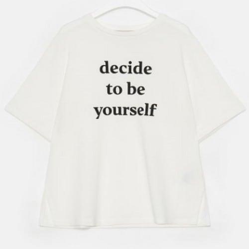 에잇세컨즈 여성 화이트 솔리드 레터링 슬릿 반소매 티셔츠 329842LYM1_이미지