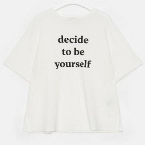 에잇세컨즈 화이트 솔리드 레터링 슬릿 반소매 티셔츠 329842LYM1_이미지
