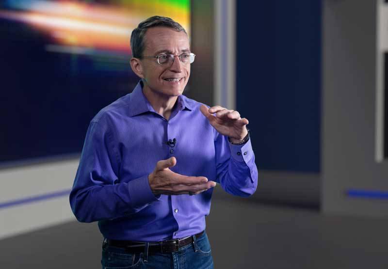 인텔의 차세대 반도체 전략을 설명하는 팻 겔싱어(Pat Gelsinger) 인텔 CEO (출처=인텔)