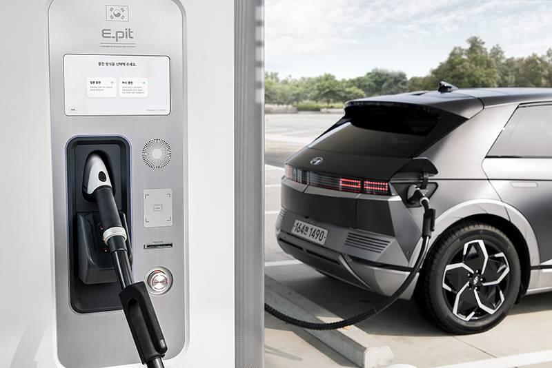 'E-pit' 충전소를 통해 충전 중인 전기차. 출처=현대자동차그룹