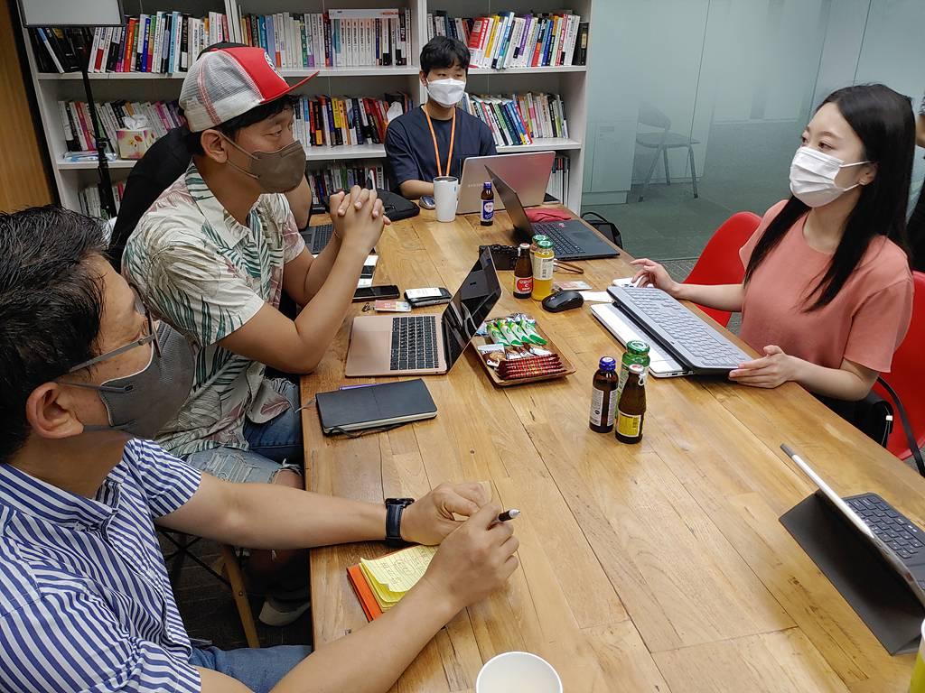 스트릭의 콘텐츠, 브랜딩 전략을 수립하는 오환경 대표(왼쪽)와 허수정 매니저(오른쪽)
