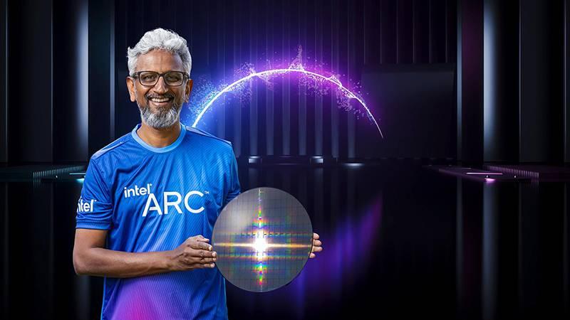 인텔 아키텍처 2021에서 라자 코두리 부사장이 인텔 '아크' 브랜드를 공개했다. 출처=인텔