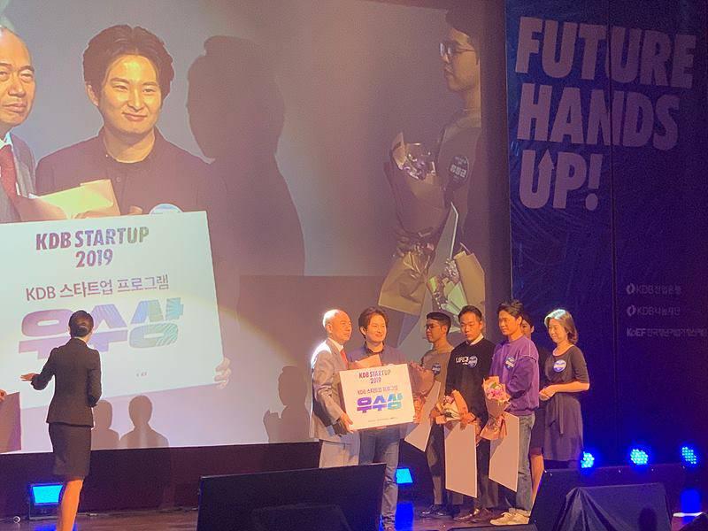 KDB 스타트업 2019에서 우수상을 수상하는 김승용 코코넛사일로 대표. 출처 = 코코넛사일로