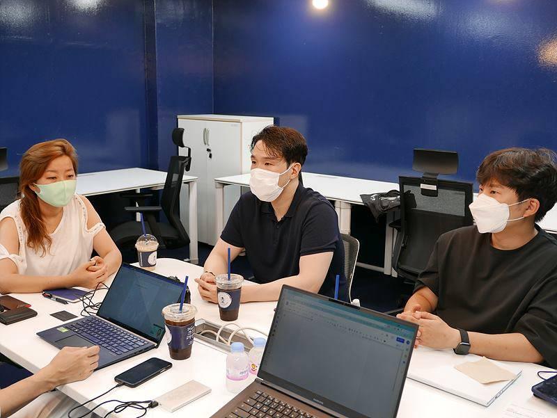 최수진 SBA 파트장, 이승룡 메르세데스벤츠코리아 매니저, 김승용 코코넛사일로 대표(왼쪽부터)
