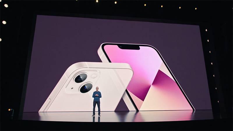 애플의 최고 경영자 팀 쿡(Timothy Cook)이 새로운 애플 아이폰, 아이패드, 애플 워치를 공개했다. 출처=애플