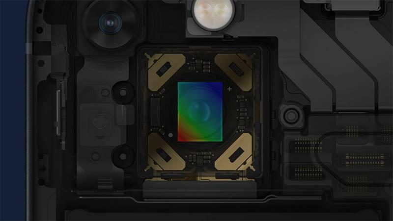 아이폰 13은 아이폰 12 프로에 적용됐던 센서 시프트 방식의 손 떨림 보정 기능이 아이폰 13에도 탑재된다. 출처=애플